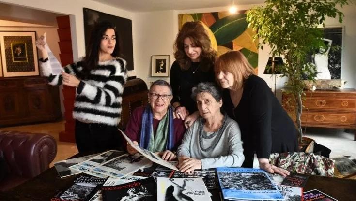 Simona Mafai accanto a Rosanna Pirajno, Letizia Battaglia e Adriana Palmeri della redazione di Mezzocielo